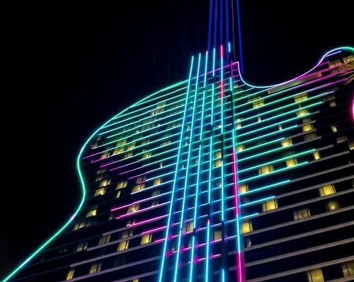 Six illuminated strings running up the hotel's body shoot beams of light 20,000ft (6,000m) into the sky