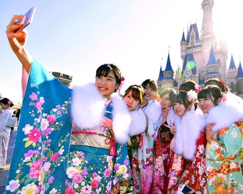 Tokyo Disneyland will close from 29 February after Japan's government recommended that big gatherings and events be curtailed for at least two weeks